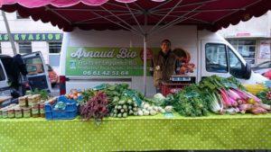 marchand de légumes au marchés du Lez